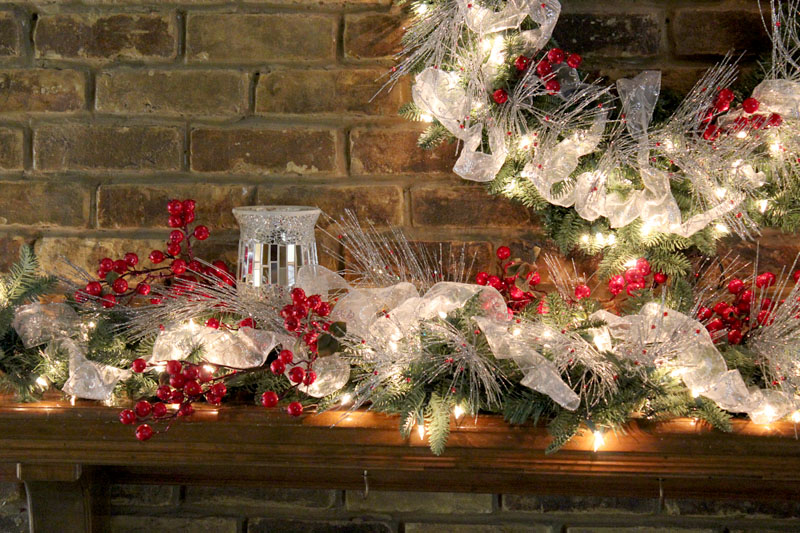 Christmas mantel decorating ideas amazing christmas ideas for Christmas mantel design ideas