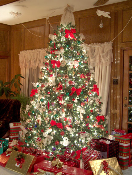 Christmas tree decorating with birds and beads amazing Ideas for decorating a christmas tree