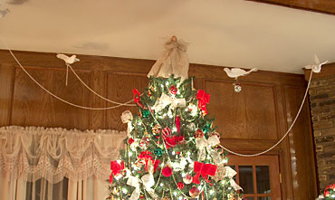 "4 doves ""decorating a Christmas tree"